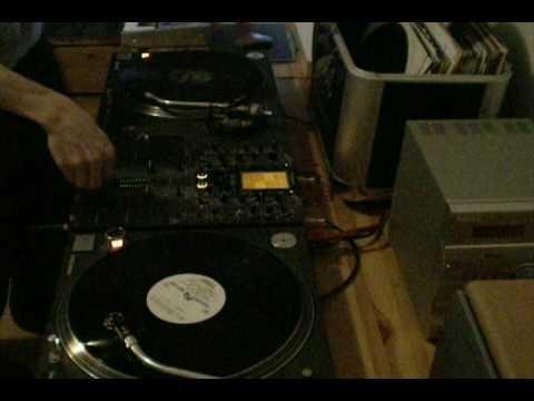 DJ LONGO SCRATCHING