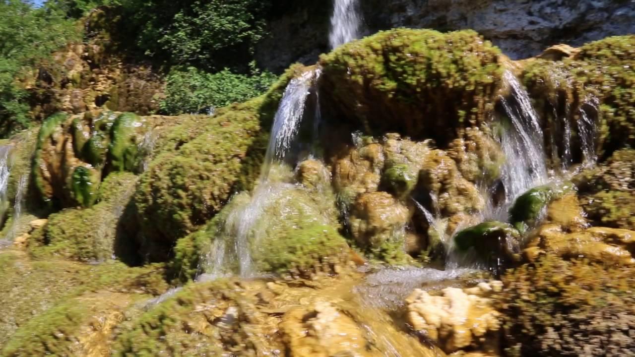 Les tufi res au jardin des fontaines p trifiantes youtube - Le jardin des fontaines petrifiantes ...