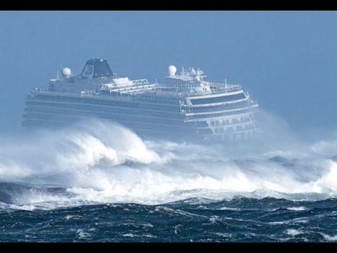 Шторм на пассажирском лайнере Seaview, рядом с Корсикой. Паника, эвакуация, летающие лежаки, стекла.