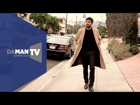 "A walk down the street with ""The Gifted"" actor Sean Teale"