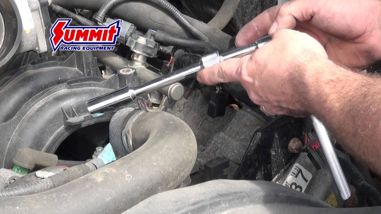 Replacing spark plugs in a ford f 150 5 4 modular engine summit racing quick flicks youtube