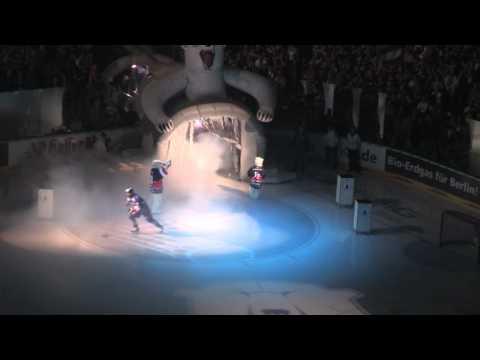 Einlaufshow am 17.04.2011 der Eisbären Berlin in der O2 World