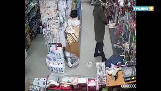 В строительном магазине Гродно украли два топора. ВИДЕО