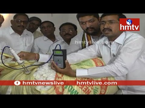 Cotton Farmers Cheated by Cotton Traders | Adilabad | hmtv
