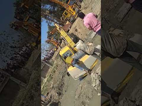 Bharat bhari, A heavy excavator to stuck in slime, Four cranes attempted to remove out but failed