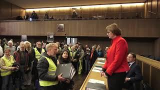 Frankfurt Römer Übergabe von 21000 Unterschriften