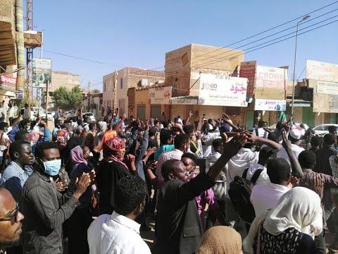 تظاهرات في السودان احتجاجا على إعلان البشير حال الطوارئ  - 11:55-2019 / 3 / 8