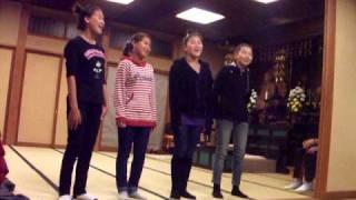 静かに、希望を歌う子どもたちの歌声に心うたれます。