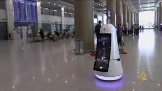 هذا الصباح- روبوتات للتفاعل مع المسافرين بمطار كوريا الجنوبية