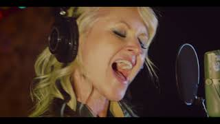 "Mindi Abair & The Boneshakers ""All I Got For Christmas Is The Blues"""