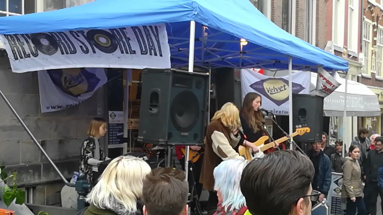 Optreden van de band Dakota bij Velvet Delft - YouTube