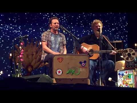 Eddie Vedder & Glen Hansard - Falling Slowly (Ohana Fest 2017) [song stars at 2:17]