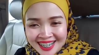 Malaysian Woman Promote Business By Facebook Live
