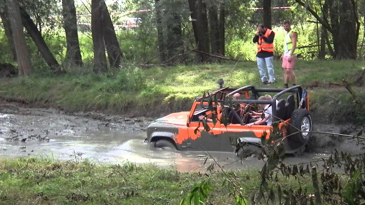 Defender 90 Open Top Mud Run Billing Land Rover Fest