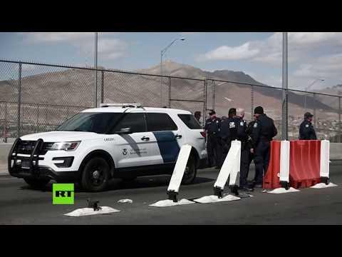 RT en Español: Agentes de la frontera estadounidenses colocan alambre de púas en el puente de las Américas