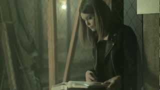 Laura Närhi feat. Erin - Siskoni (virallinen musiikkivideo)