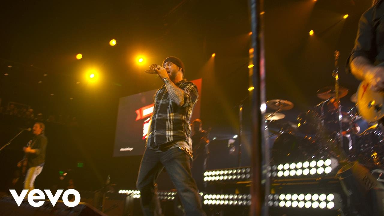 brantley-gilbert-its-about-to-get-dirty-live-on-the-honda-stage-at-iheartradio-theater-la-brantleygilbertvevo