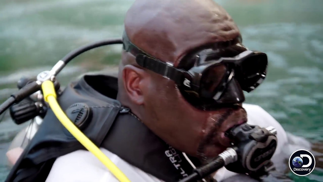 Shaqs First Ever Shark Encounter Shaq Does Shark Week
