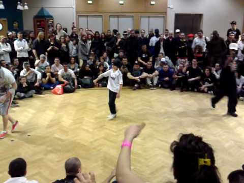 B-Boy Games France Demi-Finale Power-Moves mehdi vs ??? .MP4