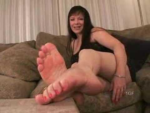 Sexy Legs in Nude Pantyhose & Red Sandals HDKaynak: YouTube · Süre: 1 dakika57 saniye
