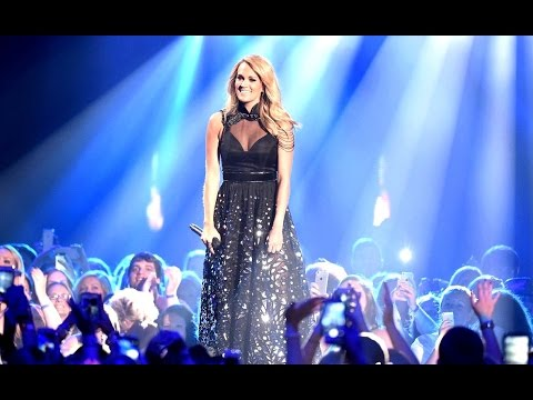 Carrie Underwood Performance at CMT Music Awards 2015 [Photos]