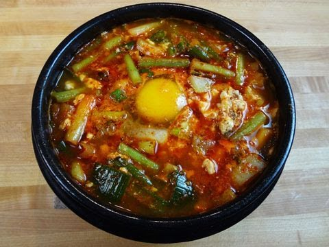 Haemul-sundubu-jjigae (Spicy Soft Tofu Stew With Seafood: 해물순두부찌개)