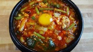 Haemul-sundubu-jjigae (spicy Soft Tofu Stew With Seafood: 해물순두부찌개)
