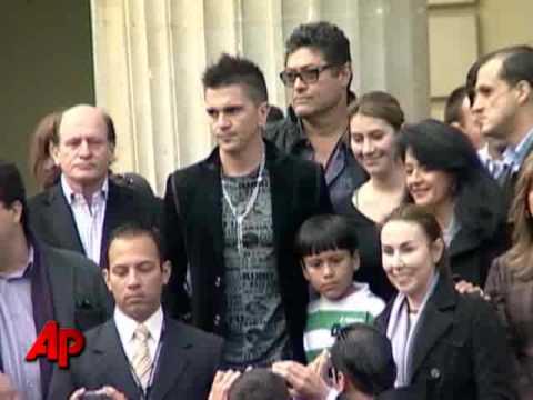 Singer Juanes Getting Threats Over Cuba Concert