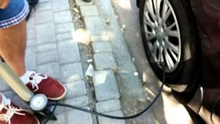 Как накачать колесо R15 за 2 минуты ручным насосом