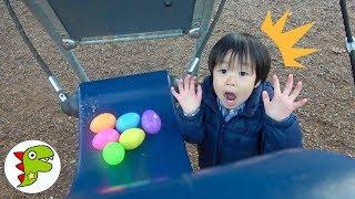 レオくんが公園でたまご探しをするよ!遊具にたまごが隠されているよ!トイキッズ
