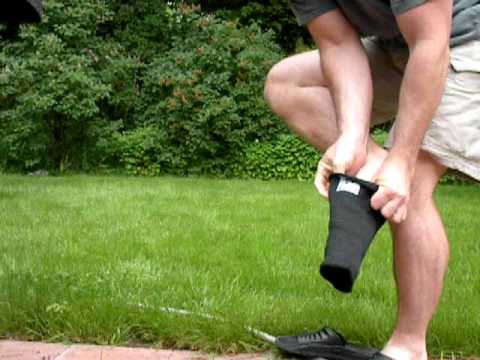 5c6ea97e9d How to put on an EliteFTS Super Heavy knee sleeve - YouTube