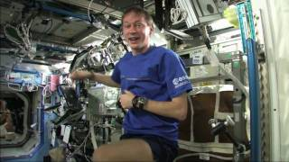How do you keep fit in space? (Flemish)