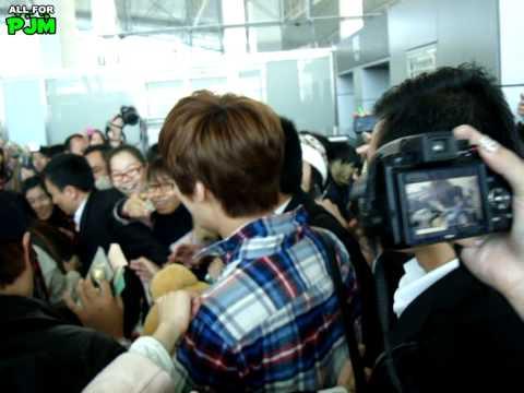 [FANCAM]111211.Park Jung Min at Guangzhou Airport -1