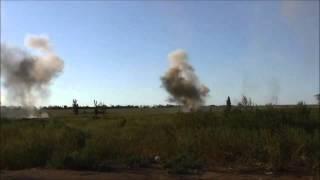Оператор не боится близких разрывов 152 мм снарядов.