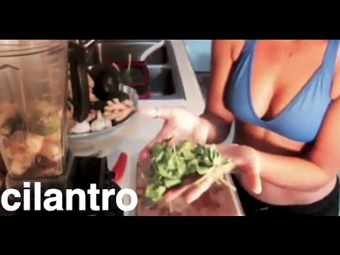 How to Make a Heavy Metal Detox: Cilantro Garlic Citrus Blended Juice  Cleanse