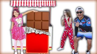 Biankinha Finge Brincar de Vender Chocolate GIGANTE   Pretends to Play Selling GIANT Chocolate !