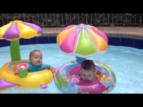estrenando flotadores en la piscina youtube