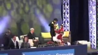 TEBショート後のキスクラ。フラワーガールにキスするキュートな小塚選手。