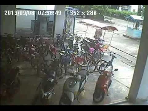 ผู้หญิงขโมยจักรยานเสือหมอบ Giant ocr 2 ที่อาคารชุด อมรพันธ์ R7