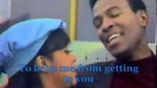 Marvin Gaye & Tammi Terrell - Ain't No Mountain High Enough Lyrics