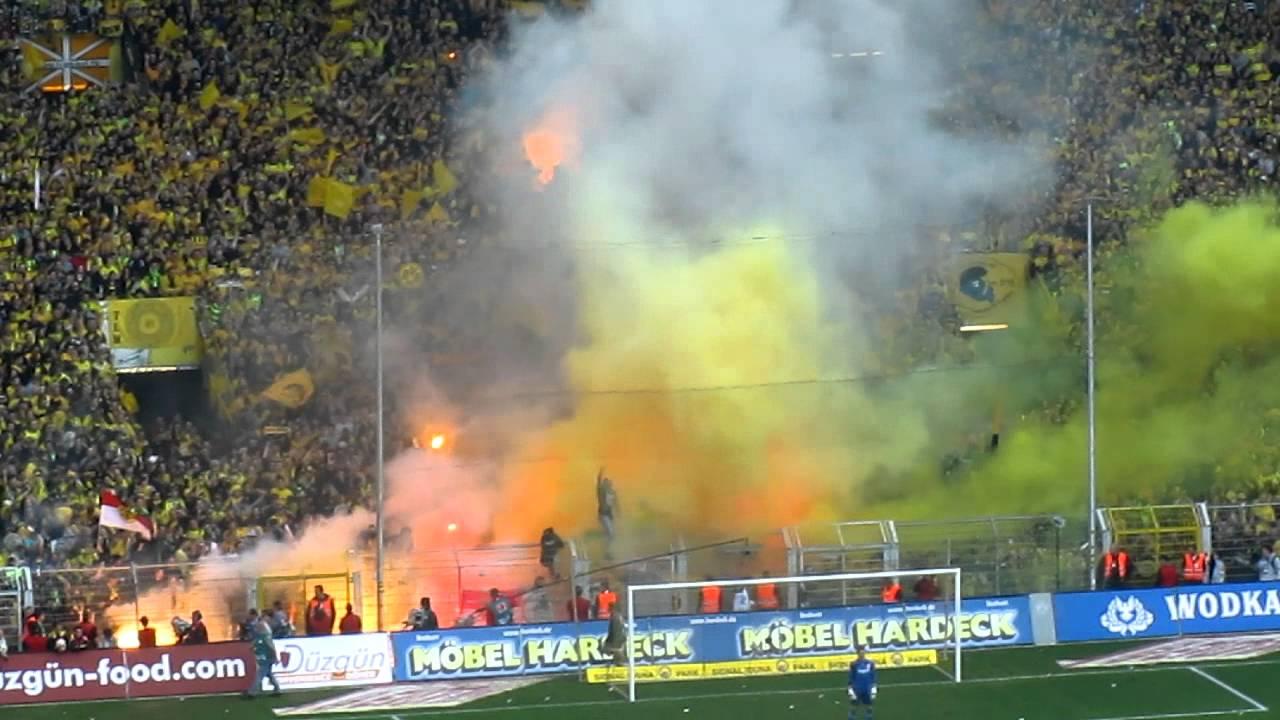Dortmund Fans Pyro Pyro Dortmund Fans