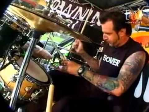 Drowning Pool  Sinner  @ MT Gambier 2002 One of Daves Last Shows