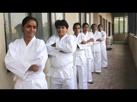Kung-Fu Cabs: Female-Only Taxi Firm Teaches Drivers Karate