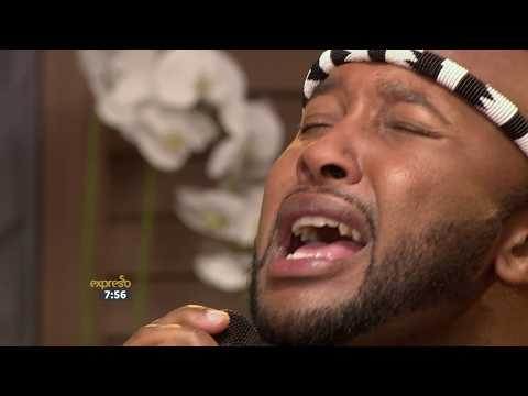 "Vusi Nova Performs ""Thandiwe"""