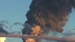 Equador's volcano spews six mile ash cloud