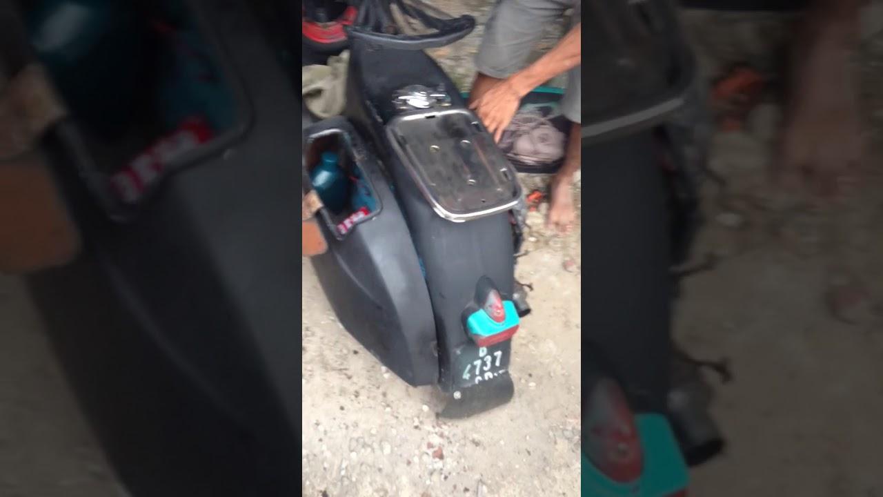 Vespa Hitam Hijau Tosca Gasruk Aspal Jalanan Mantap Youtube