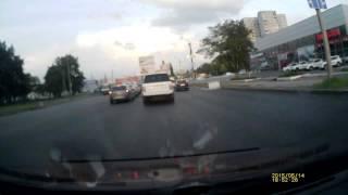 Быдло на ЛАДЕ харкает из окна на машины в Харькове(Быдло на #ЛАДА харкает из окна на машины Сегодня 14 мая 2015 вечером после работы на светофоре перед #КАРАВАНом..., 2015-05-14T18:57:15.000Z)