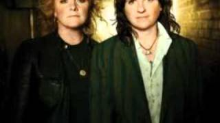 Watch Indigo Girls Language Or The Kiss video