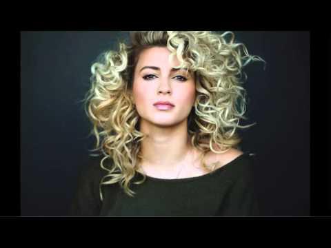Tori Kelly performs National Anthem - LAL vs MIA