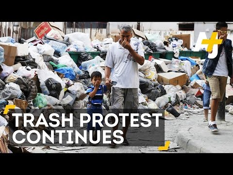 """""""You Stink"""" Protesters Sick Of Trash Still Piling Up In Lebanon"""